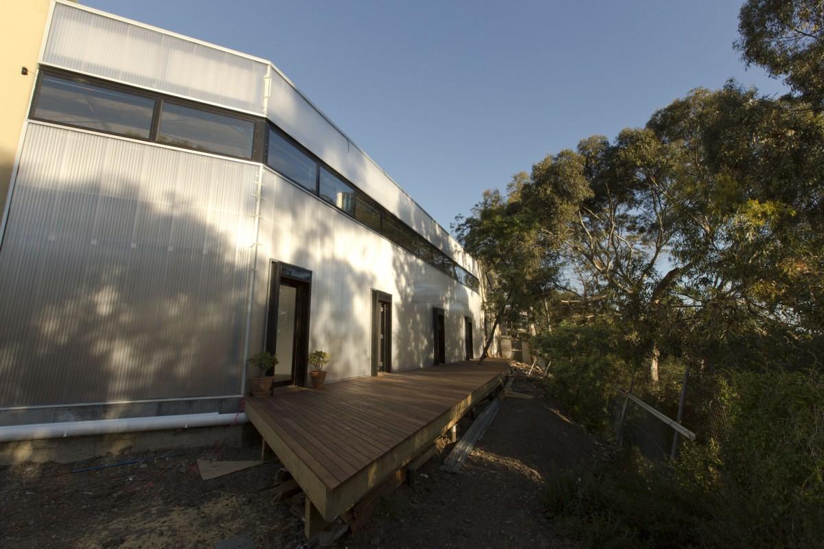 BIGBANG studio outdoor deck area